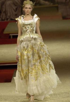 платье 150 тыс. долларов